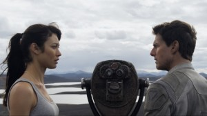 Oblivion-Movie-Olga-Kurylenko-and-Tom-Cruise-560x315